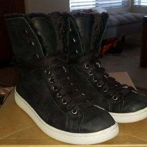 UGG Starlyn Leather and Shearling high top sz 9
